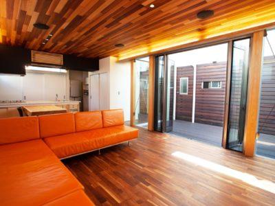 大きな吹き抜けのリビング、木のぬくもりを感じるお家~当社管理物件・新座市